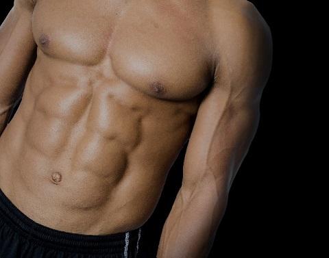 皮下脂肪を落とすとすぐ浮き出るシックスパック
