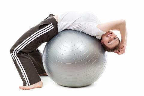 バランスボールで体幹を鍛える