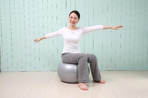体幹トレーニング効果をバランスボールでアップ