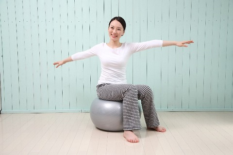 バランスボールでインナーマッスル腹筋を鍛える