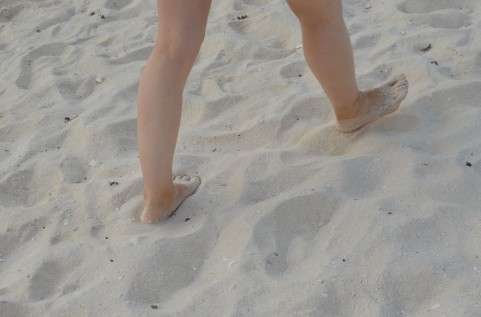 運動神経の発達には裸足で遊ぶことが重要な理由