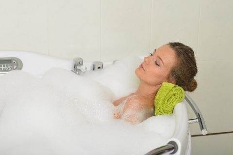 すぐ寝れる方法には半身浴より全身浴が効果的