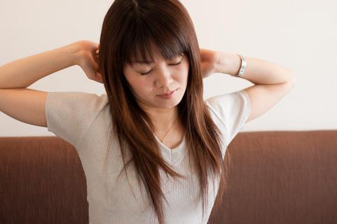 巻き肩を治して呼吸を改善する大胸筋ストレッチ