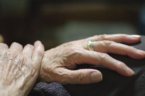 骨粗鬆症が原因で老化が進行していくメカニズム