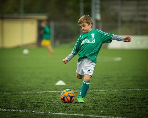 早生まれはスポーツに不利というのはウソなのか