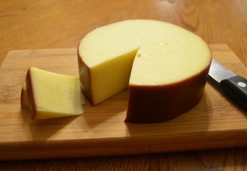 内臓脂肪を減らすならチーズを食べるのが効果的