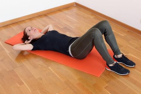 クランチの腹筋運動は上まで起き上がってはダメ