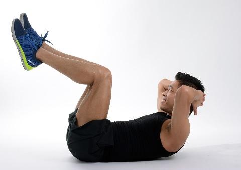 クランチで腹筋を鍛えるとき負荷を調整する方法