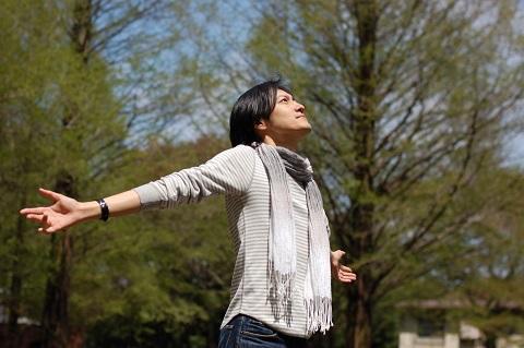 横隔膜と胸郭を柔らかくして呼吸を深くする方法