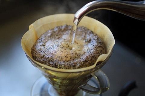 ドリップコーヒーの入れ方は抽出4回が美味しい