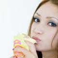 体脂肪を落とすために食事量を減らすのは危険