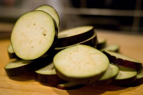 抗酸化作用は色の濃い野菜を皮ごと生で食べる