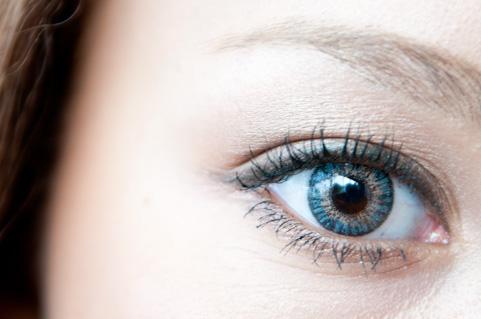 目がよくなる方法「スプーン療法」のやり方とは