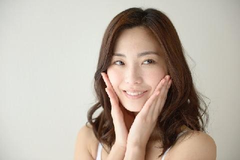 顔の筋肉をエクササイズしてむくみを解消する