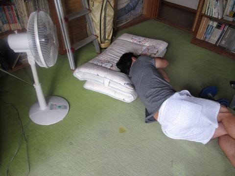 扇風機の当てすぎは死ぬほどでないけど体に悪い