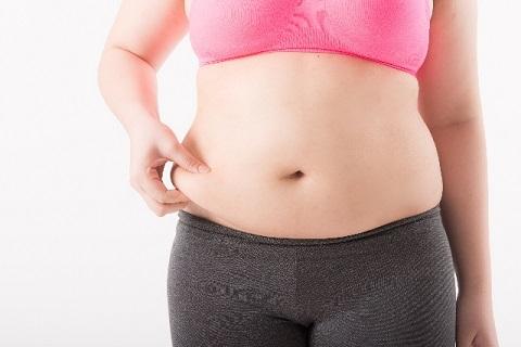 ぽっこりお腹の解消は糖質制限?カロリー制限?
