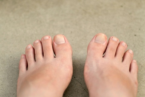 浮き指を解消する「足指引き寄せエクササイズ」