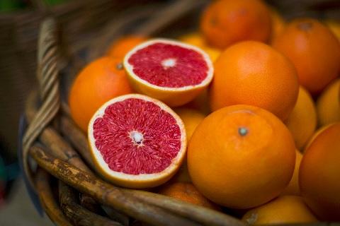 グレープフルーツは栄養が行き渡った丸形を選ぶ