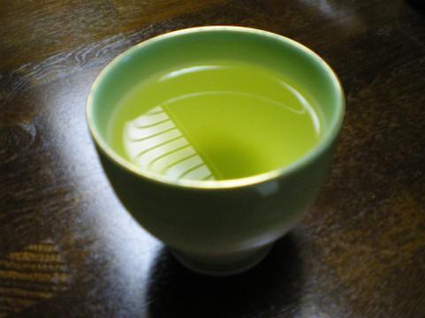 水出し緑茶を就寝前に飲むことがよく眠れる方法