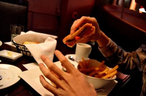 筋肥大にはフィレオフィッシュよりハンバーガー