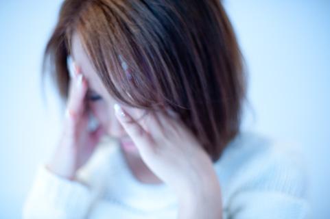 顎関節症が原因でこめかみが押される頭痛を発症