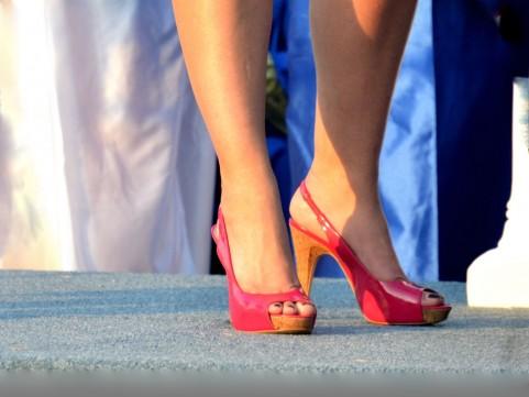 体幹を鍛えるとヒールによる足の痛みが解消する