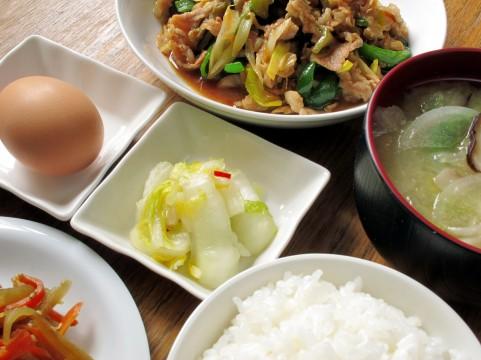 痩せる食事は一汁三菜!魚+野菜+海草+味噌汁