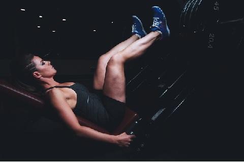 レッグプレスは足を置く位置で効く筋肉が変わる
