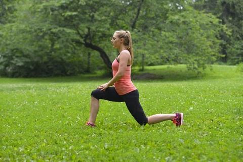 腸腰筋ストレッチで伸びるのは後ろ足の付け根