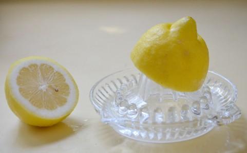 カルシウム不足にレモンを食べると効果的な理由