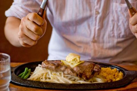 細マッチョな体脂肪率を目指すなら早食いはNG