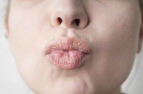 唇カサカサはリップの塗り方を変えるだけで治る