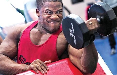 腹斜筋がしっかり働かないと腕力が発揮できない