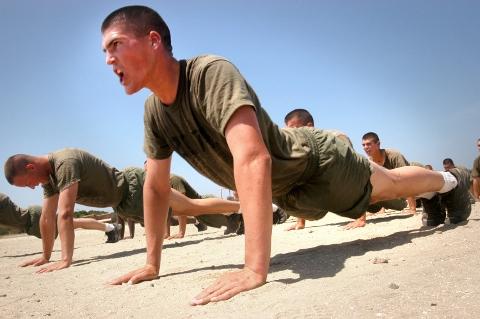 自重トレーニングの基本となる3大種目
