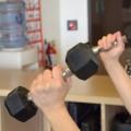 スポーツジムで内臓脂肪を落とすなら筋トレ重視