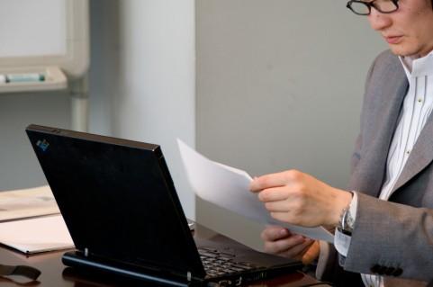 オフィスのすきま時間にインナーマッスルを強化