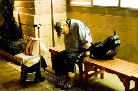 睡眠負債によって認知症リスクが上がる理由とは