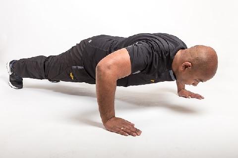 腕立て伏せはやり方次第で5段階に調整できる