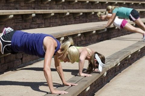 腹筋を鍛えるのに有効な腕立て伏せエクササイズ