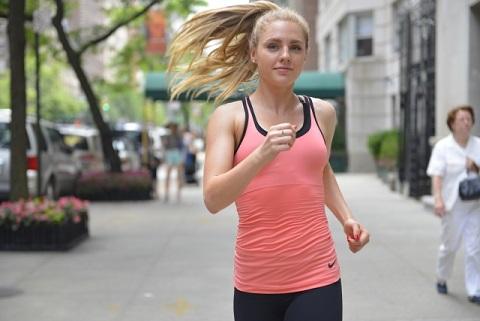 速く走るコツは太もも前面より裏面を意識する