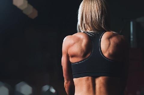 上半身の筋トレでは肩甲骨のスライドを意識する