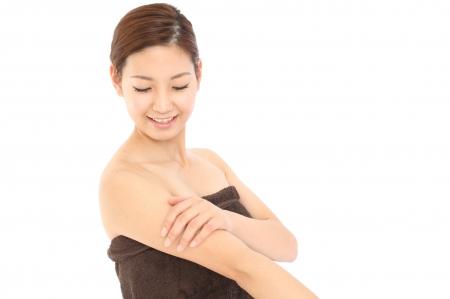 背中ニキビの治し方は抗真菌薬を塗布すること