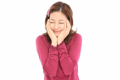 顔の筋肉を動かさない日本語が原因で顔がむくむ