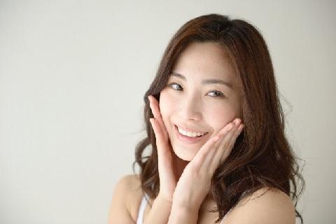 顔のたるみを改善する広頸筋トレーニングとは?