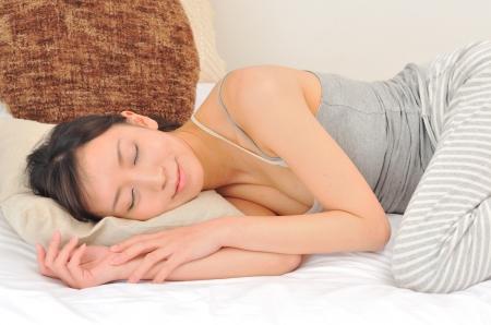 夏にすぐ寝れる方法は布団をお腹にだけかける
