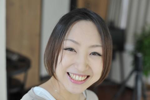 頬のたるみを防止するには1日20回笑顔を作る