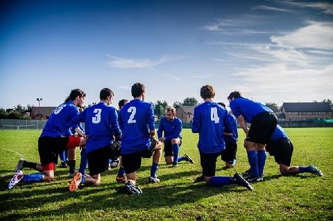 サッカー練習メニューに取り入れたい瞬間視とは