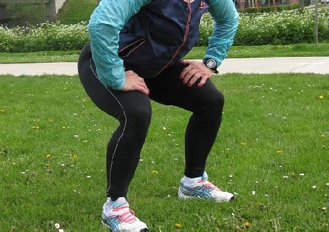 腹横筋を鍛えるスクワットは背骨を垂直にキープ