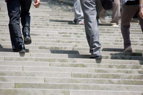 大腰筋トレーニングは階段1つ飛ばし