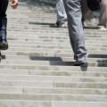 簡単!下腹部の筋トレができる「階段の上り方」